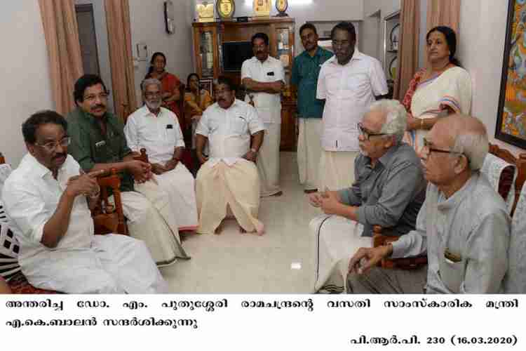 Minister AK Balan visiting Puthussery ramachandran's home